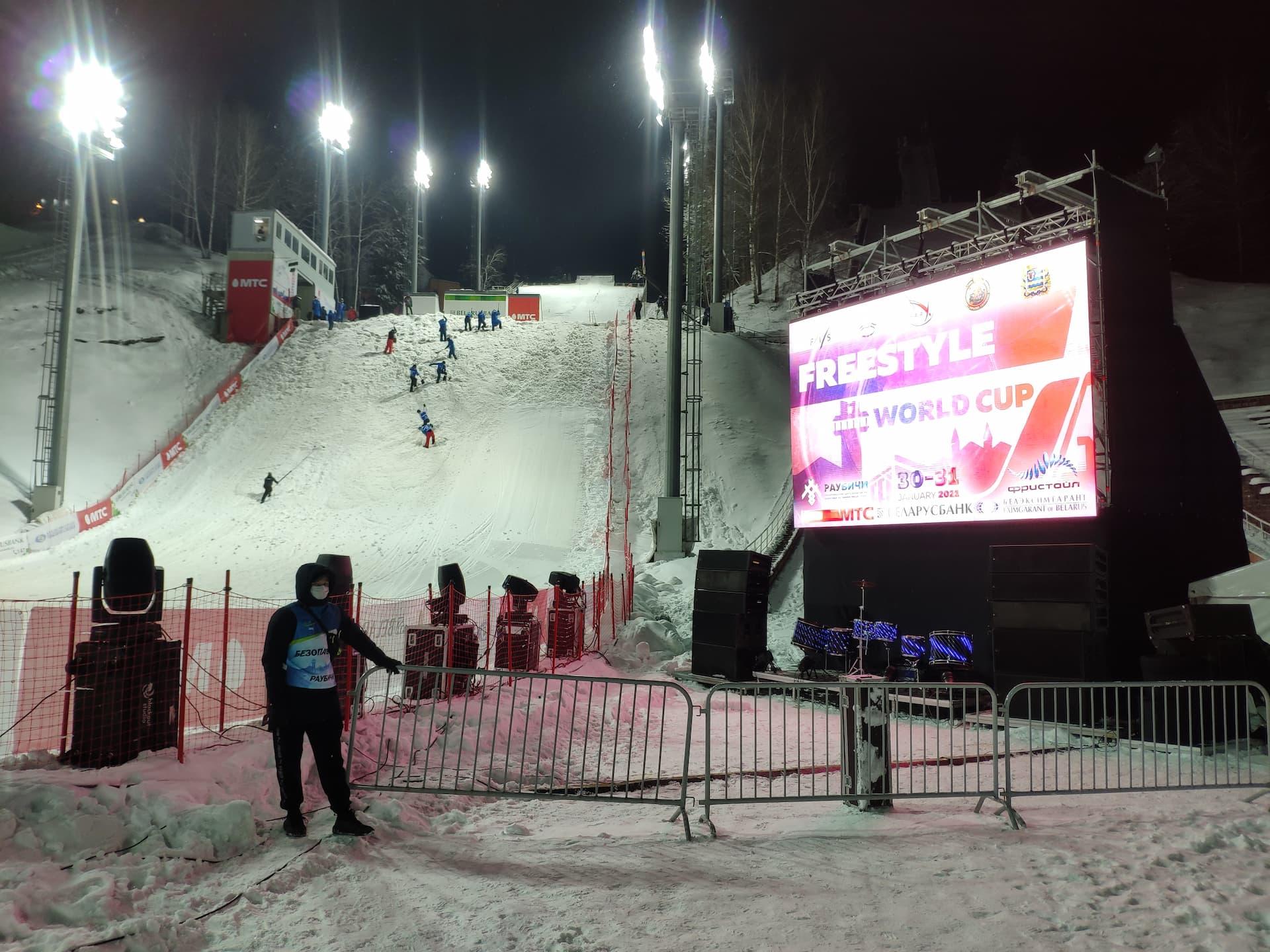 Светодиодный экран 6x4 на этапе Кубка мира по фристайлу